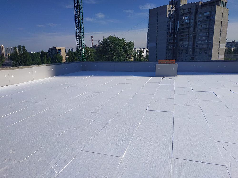 Тепло та гідроізоляція покрівлі у бізнес-центрі у Киеві